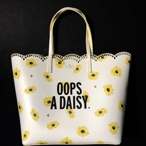 Kate Spade Scalloped Oops A Daisy Tote Bag